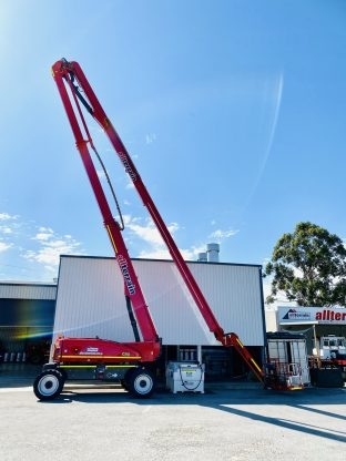 JLG 1250 AJP for specialised lifting